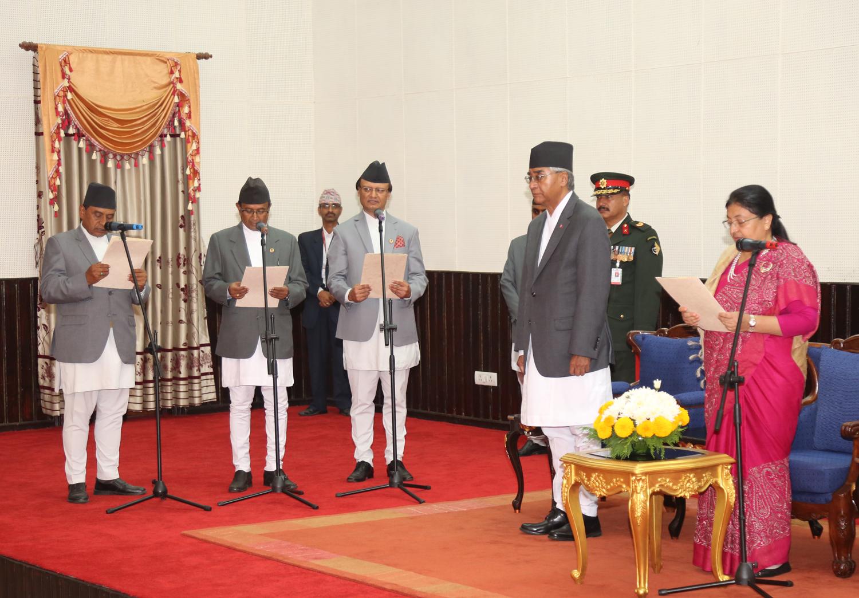 राप्रपा अध्यक्ष थापासहित चार मन्त्रीले लिए सपथ