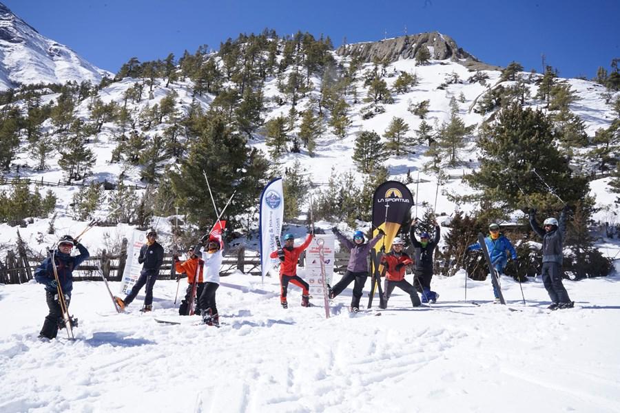 स्कीमा रमाउँदै नेपालक्लाइम्बीङ टिम